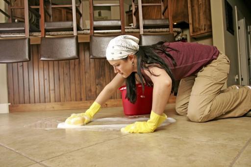Женщины моют своими руками 817